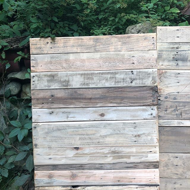 Pallet mirror decor