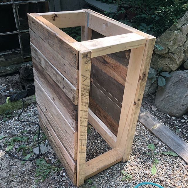 pallet drawer cabinet assembly