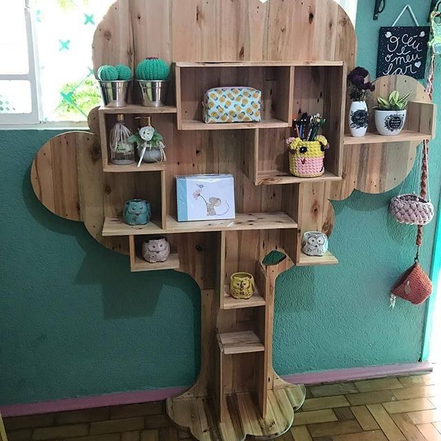 Pallet tree shelf