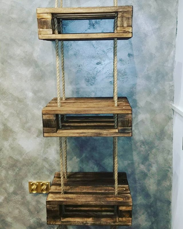 Pallet hanging shelf