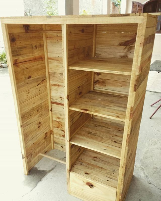 Pallet storage shelf with cloth hanger