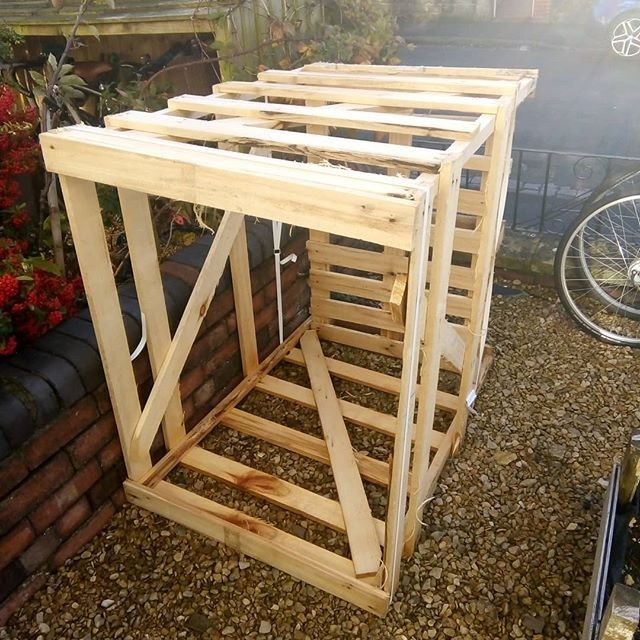 Pallet outdoor bike shed
