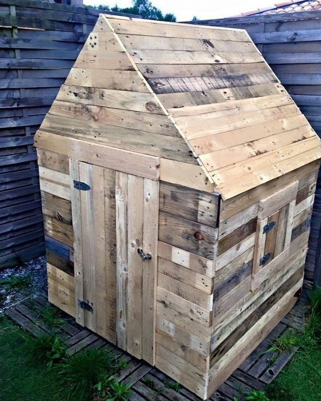 Pallet outdoor play house